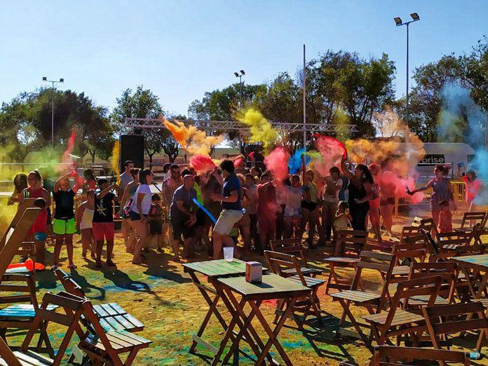 Fiesta de colores de polvos holi
